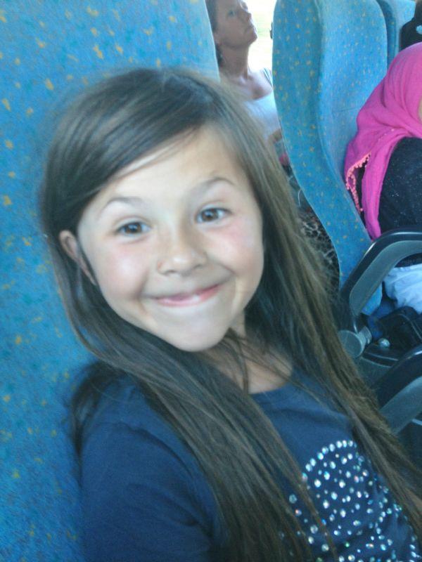 Sofia på bussen.
